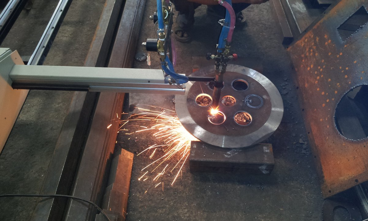 oxy gas cutting Medical gas regulars gas arc regulators welding & cutting welding nozzles  cutting nozzles cutting torches heating torches - propane heating torches.